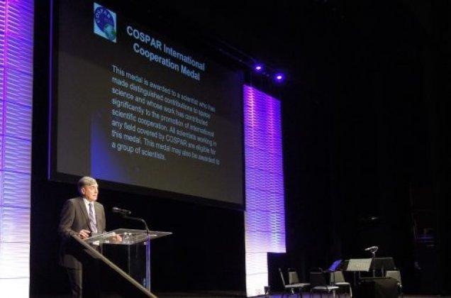 IRF-professorn Stas Barabash hedras av den internationella rymdorganisationen COSPAR