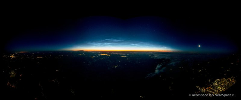 Observations of noctilucent clouds from a stratospheric balloon