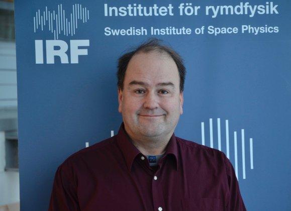 Nyhetsinslag i SVT:s Rapport där Urban Brändström berättar om solstormar